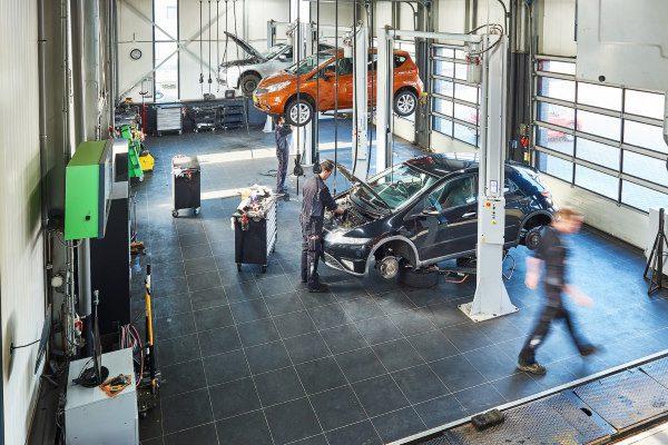 Onze werkplaats in de autogarage is uitgebreid met vele technische snufjes